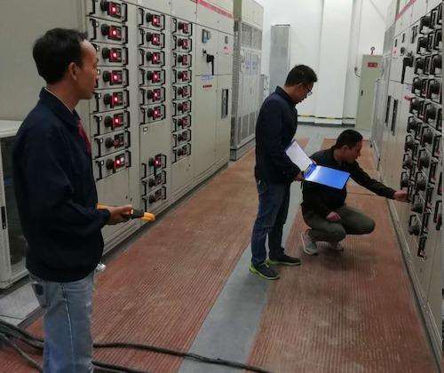 10号晚上6点至11点半,维修部员工在配电房进行舞台全负荷测试,12号和13号晚上的演出开始后,物业员工需每20分钟进行数据记录并且对比测试.