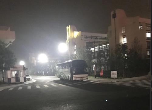 6、晚上11点,随着最后一辆从仓前发出的班车安全抵达下沙校区,交通中心工作圆满成功